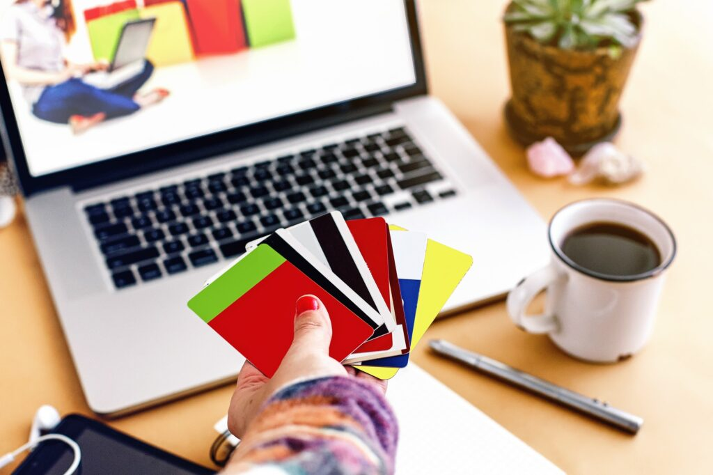 woman holding in hand diffrenet credit and bonus cards